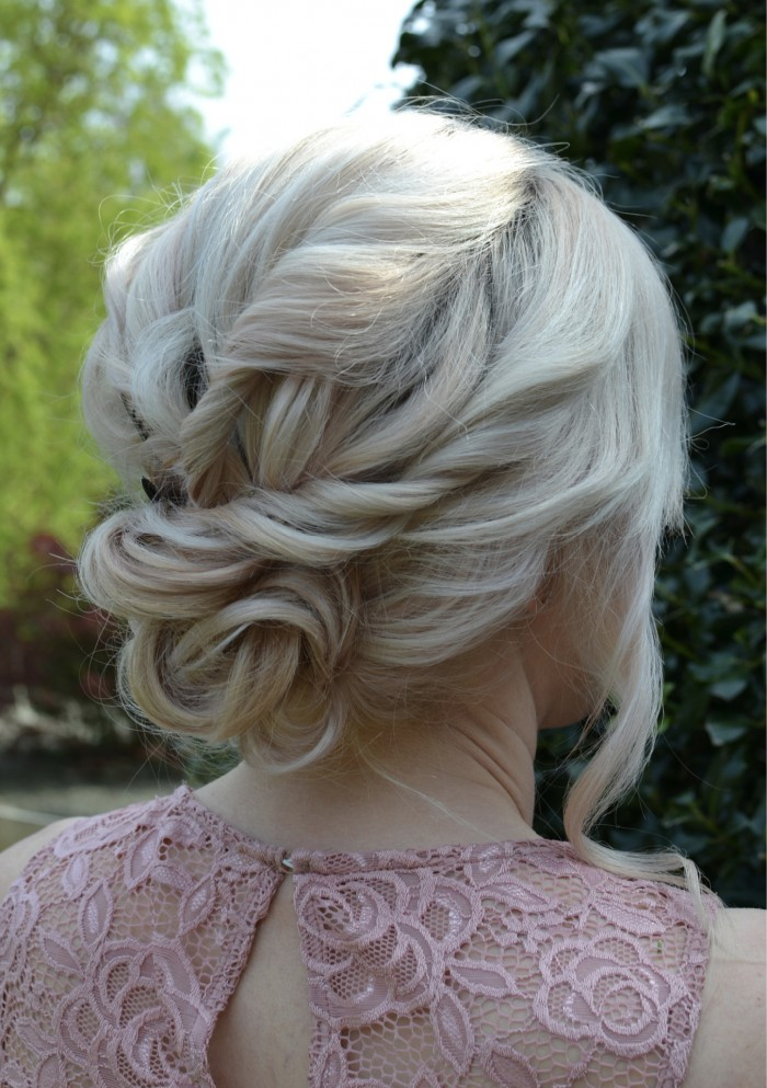 WEDDING_HAIR_UP